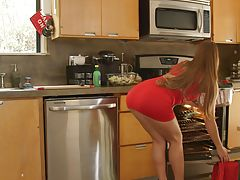 23151 - Nubile Films - Cumming For Dinner