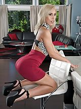Hot Legs, Photo Set No. 1349 Demi Lopez exposes those huge funbags and spreads her amazing fotze