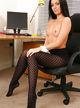 Pantyhose Pics: Glorious secretary in tight top and shorts.