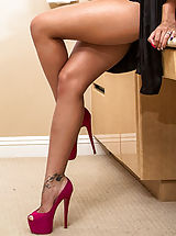 Between Her Legs, Luna Star