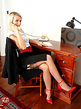 Secretary Sex, Business lady Evey in merry widow and coffee full fashion nylons!