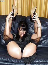 Tammy stuffs her holes in sexy nylons!