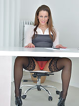 Secretary, Valentina_ross - Horny MILF bends over and teases her juicy twat