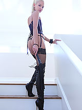Beautiful blonde domme Francesca has a leather whip in her hand and she's not afraid to use it!