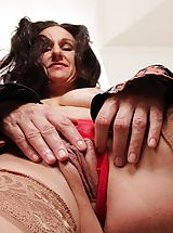 short upskirts, Corneous housewife Genevieve Crest exposes meaty muschi lips.