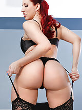 lingerie uk, Kelly Divine