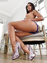Amazing Girl Set No. 1025 Skin Diamond opens her sweet slit
